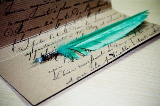 Herramientas de escritura clásica para caligrafía, pluma y pergamino
