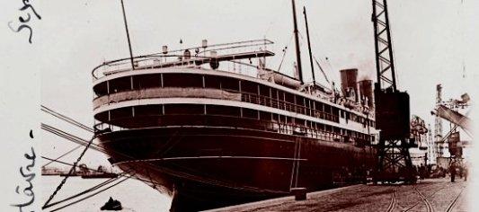 Viejo transatlántico francés en el puerto de Le Havre en 1926