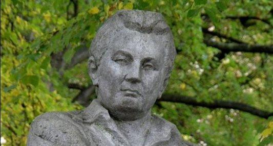 Estatua en Lipnici dedicada a la figura del escritor checo Jaroslav Hasek