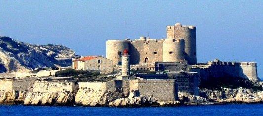 El castillo de If, prisión del Conde de Montecristo, visto desde la ciudad de Marsella
