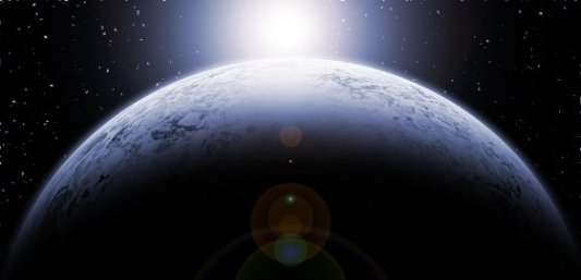 Estrella apareciendo sobre planeta imaginario visto desde el espacio exterior.