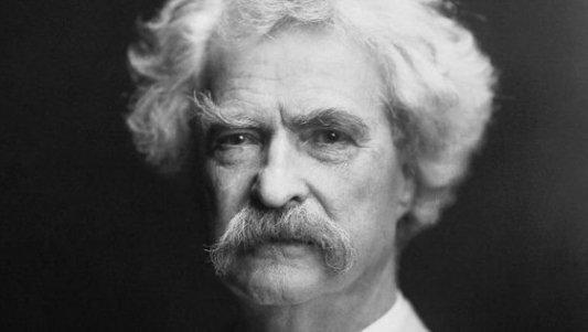 Retrato del autor americano Mark Twain a una edad avanzada.