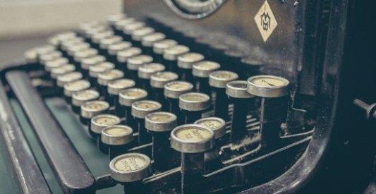 Imagen de una vieja máquina de escribir