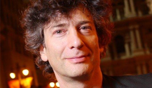 Foto del escritor inglés Neil Gaiman.