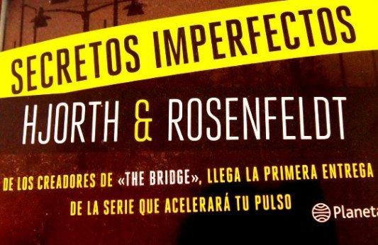 Detalle de la portada del libro Secretos imperfectos.