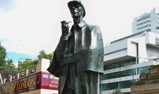 Estatua de Sherlock Holmes en Londres.