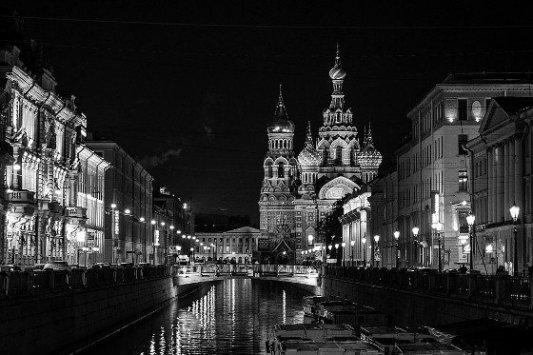 San Petersburgo por la noche.