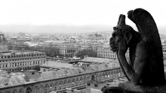 Gárgola en Notre Dame con vistas a París