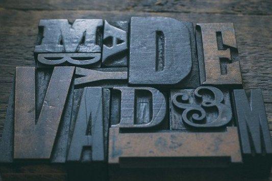 Tipos de letra metálicos