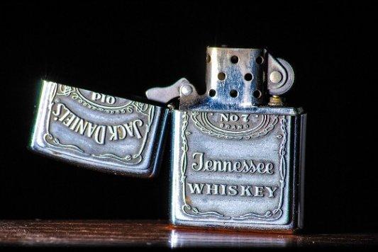 Mechero de Jack Daniels.