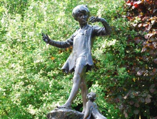 Estatua dedicada a Peter Pan.