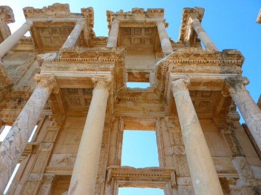 Ruinas de la biblioteca de Celso.