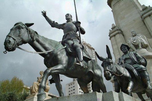 Estatua de Quijote y Sancho.