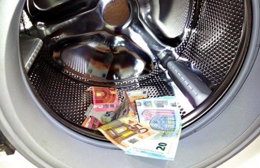 Lavadora con billetes de euro.