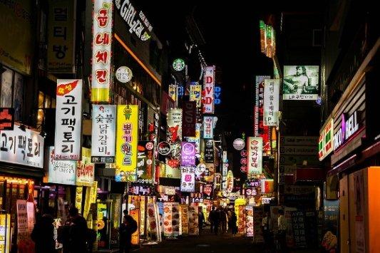 Locales nocturnos en Corea del Sur.