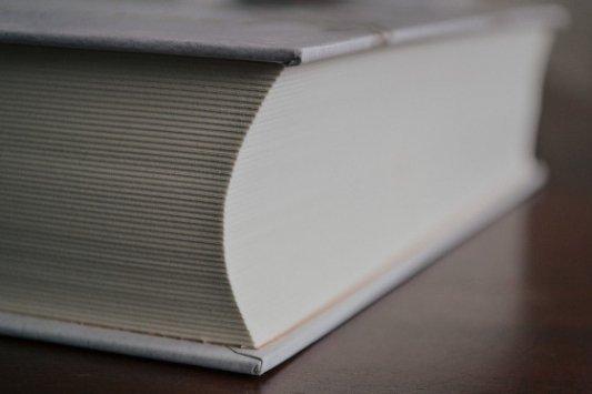 Libro con muchas páginas.