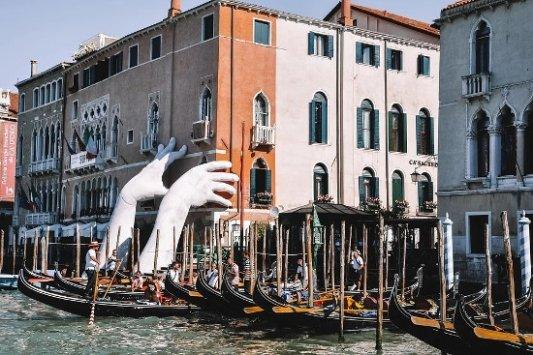 Escultura en Venecia denunciando el cambio climático.