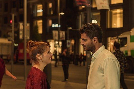 Valeria y Victor en la serie de Netflix