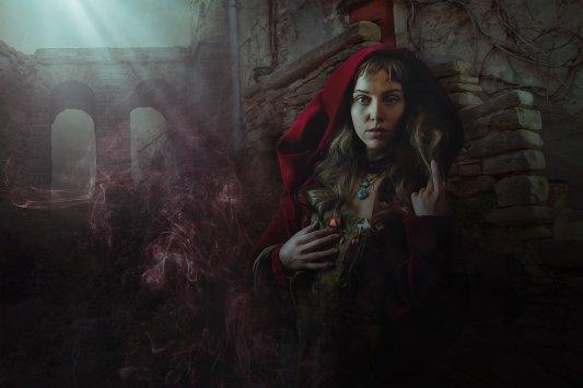 Caperucita Roja en un pasaje oscuro