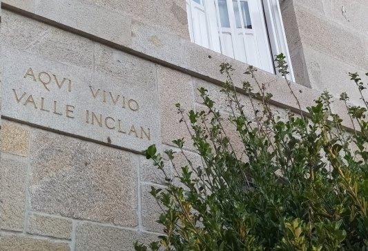 Cartel aquí vivió Valle-Inclán